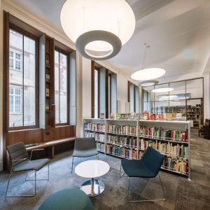 A renovation project included creating a new façade, study spaces on the mezzanine and lower levels, a soundproofed reading room, and a members' lounge.