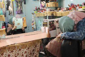 Photo; Refugee beauty salon